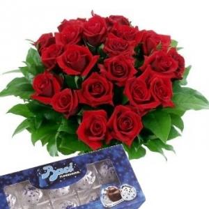 Bouquet rose rosse e baci