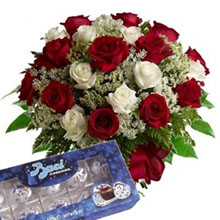 Bouquet red and white roses and kisses