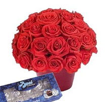 Red roses in vase and kisses