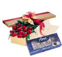 Box of 12 red roses and kisses